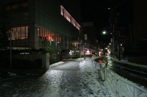 JR南新宿ビル裏側のフィットネスジムJexer前