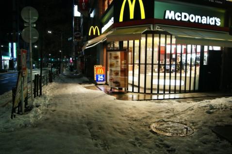 新宿南口近くのマクドナルド